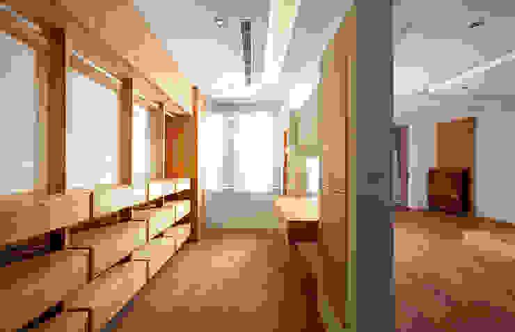 木耳生活藝術-建築設計暨室內設計/雲居蔚藍 根據 木耳生活藝術 現代風 實木 Multicolored