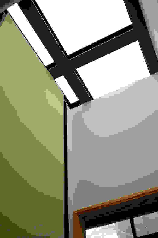 木耳生活藝術-建築設計暨室內設計/雲居蔚藍 根據 木耳生活藝術 現代風