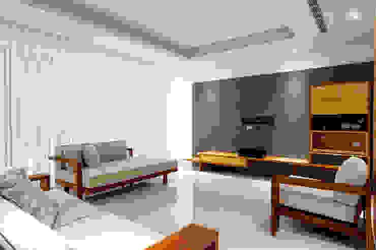 木耳生活藝術-建築設計暨室內設計/雲居蔚藍 现代客厅設計點子、靈感 & 圖片 根據 木耳生活藝術 現代風 實木 Multicolored