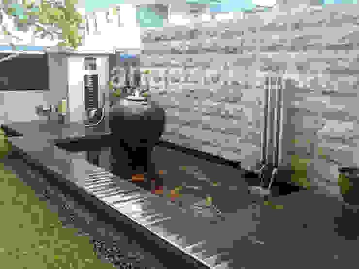 Tukang Kolam Ikan Koi Gresik. Oleh Tukang Taman Surabaya - Tianggadha-art Minimalis Beton Bertulang