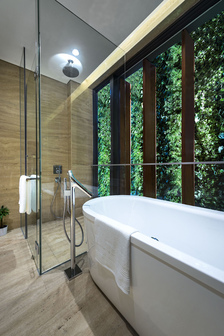 Green Wall House - Master Bathroom Tropical style bathroom by ADX Architects Pte Ltd Tropical Marble