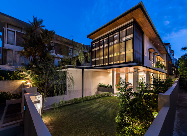 House with Screens Modern houses by ADX Architects Pte Ltd Modern Concrete