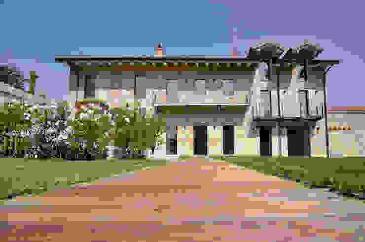 CASA OM SFERICO ARCHITETTI Casa di campagna Laterizio