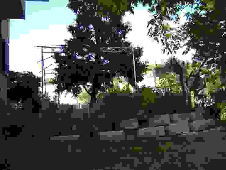 Particolare del terrapieno - fioriera che sostiene il patio Arch. Sara Pizzo - Studio 1881 Giardino anteriore