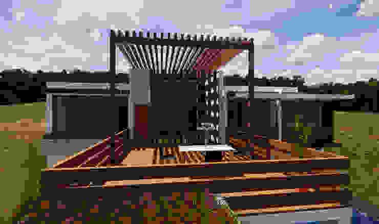 ROQA.7 ARQUITECTURA Y PAISAJE Rustic style balcony, veranda & terrace