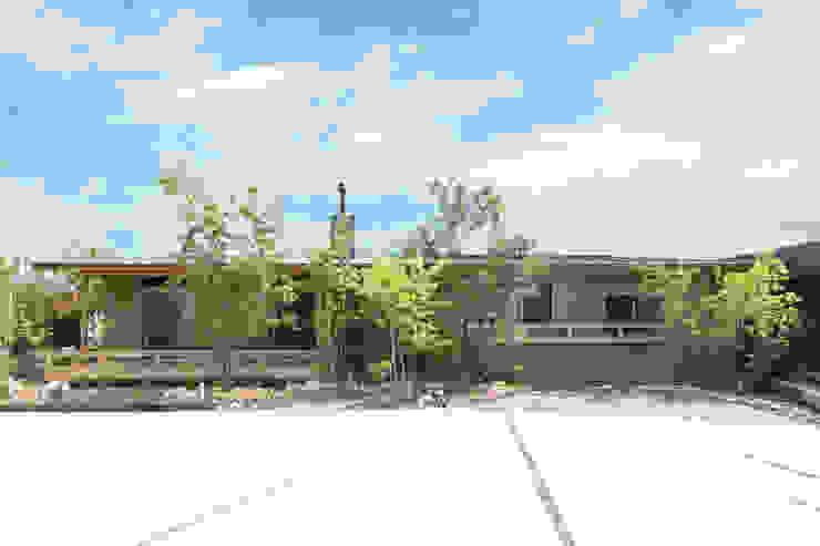 環アソシエイツ・高岸設計室 Casa unifamiliare Legno Beige