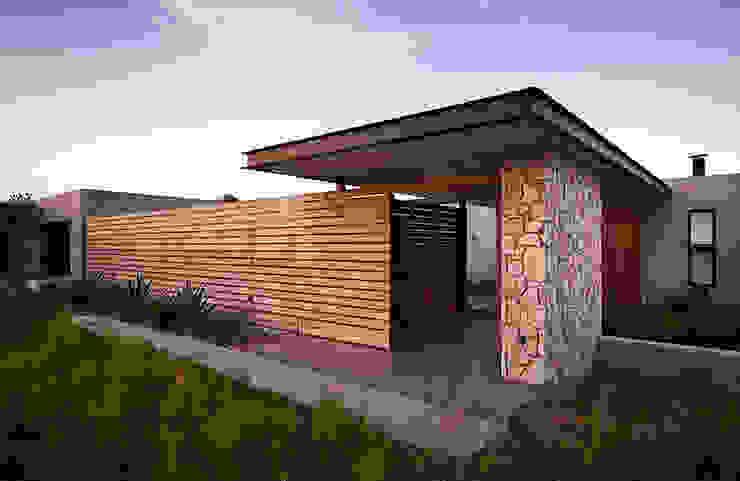 House Bikitsha Entrance by Meik Architects Modern