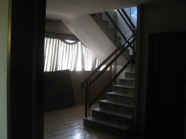 Escalera OCTANS AECO Estudios y despachos de estilo moderno
