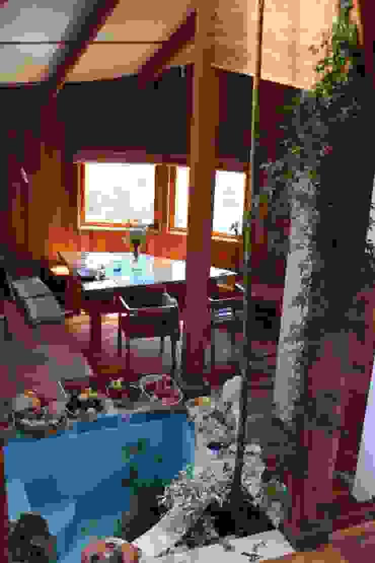 Casa Chauriye, Yunquen, Chile Comedores de estilo rural de MONAGHAN DESIGN SAS Rural Derivados de madera Transparente