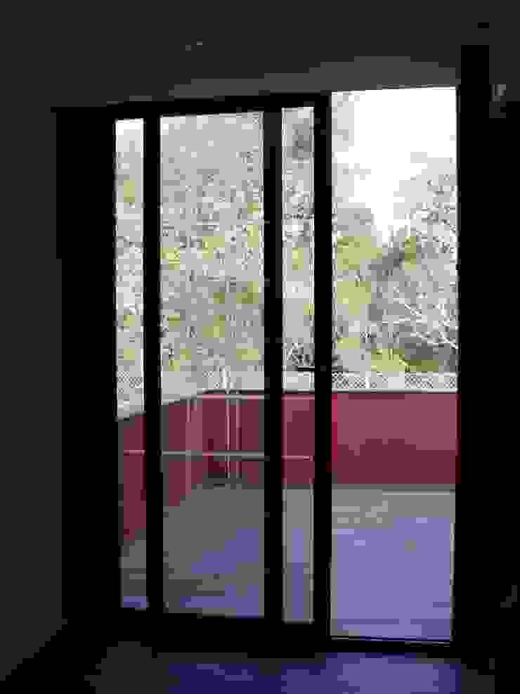 Casa Terra Brava, Tordera-España de MONAGHAN DESIGN SAS Moderno Aluminio/Cinc