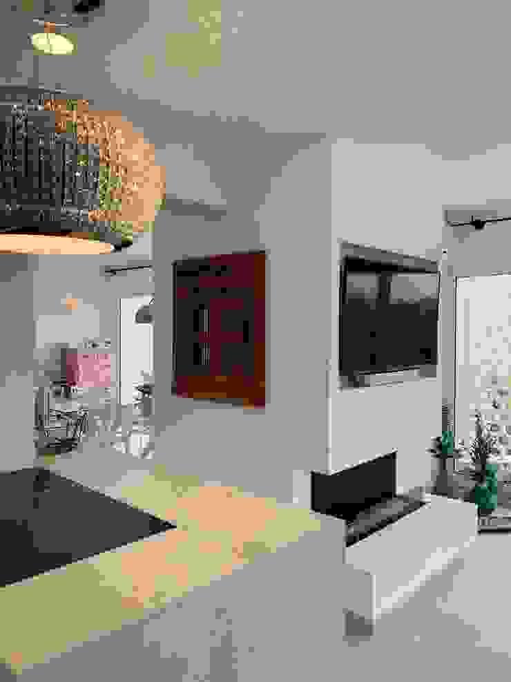 raum in form - Innenarchitektur & Architektur Couloir, entrée, escaliers modernes Blanc