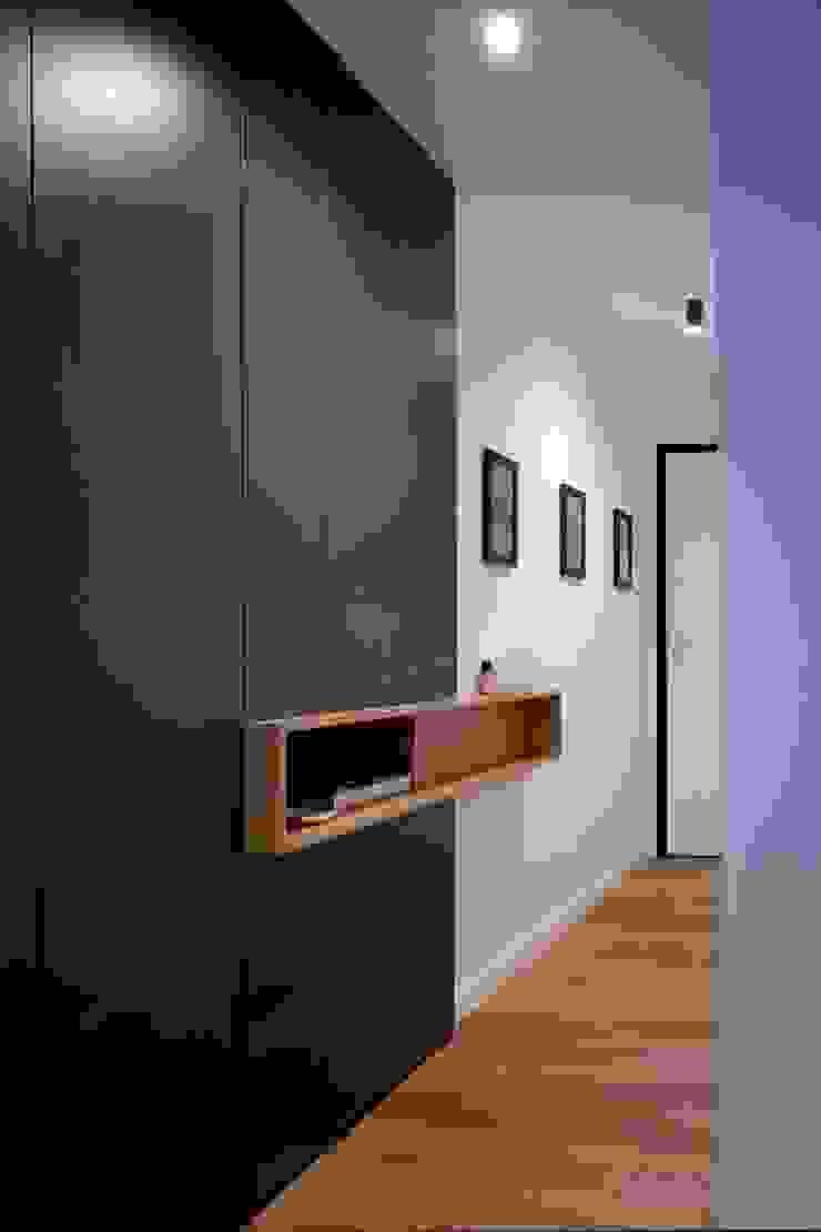 studioSAL_14 Modern Corridor, Hallway and Staircase Wood