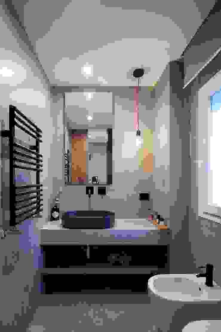 studioSAL_14 Modern Bathroom Grey