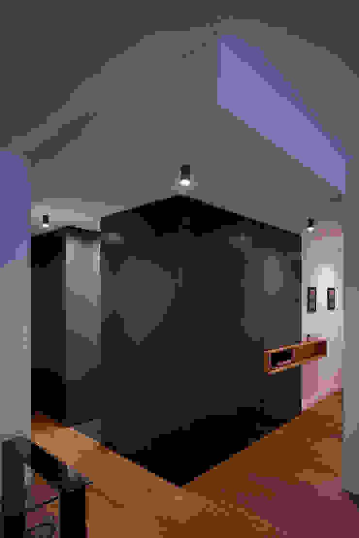 studioSAL_14 Modern Corridor, Hallway and Staircase Wood Green