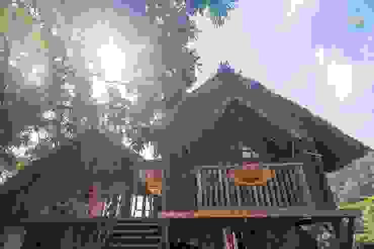 by Phạm Thanh Tùng - Tùng Kiến Trúc Rustic Wood Wood effect