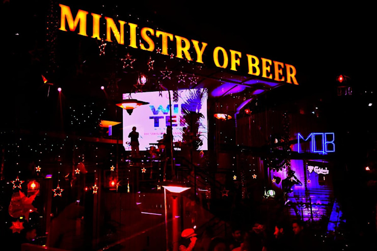 Ministry of Beer Gurugram Modern bars & clubs by Studio Interiors Infra Height Pvt Ltd Modern Iron/Steel