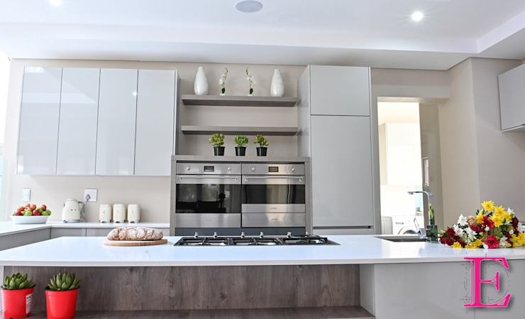 Modern High Gloss Grey toned Streamlined Kitchen by Ergo Designer Kitchens Modern Wood-Plastic Composite