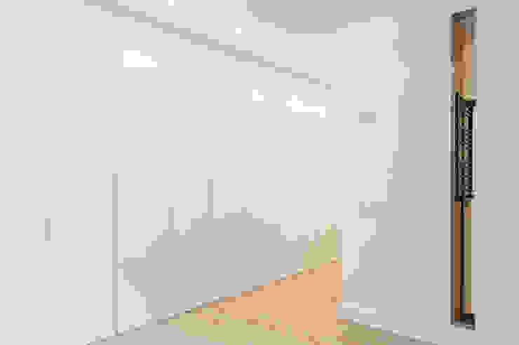 Dormitorio principal WINK GROUP Dormitorios de estilo moderno