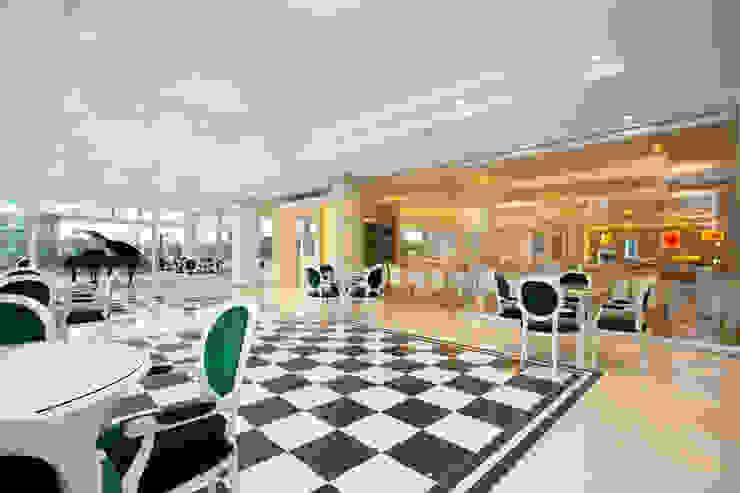 Accesso sala ristorante Hotel moderni di Plant Studio Moderno Argento / Oro