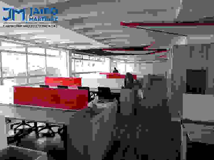 Módulos de Trabajo 8 Puestos, con Mueble de Remate y Matera de JAIRO MARTINEZ CARPINTERÍA ARQUITECTÓNICA SAS Moderno