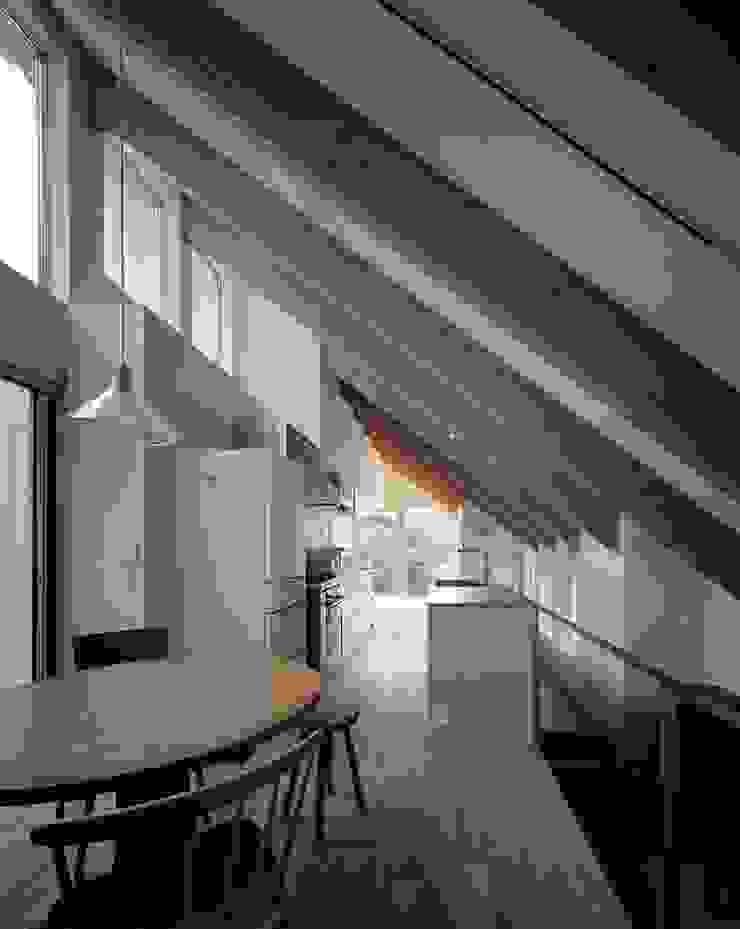 藤原・室 建築設計事務所 Modern dining room Wood White