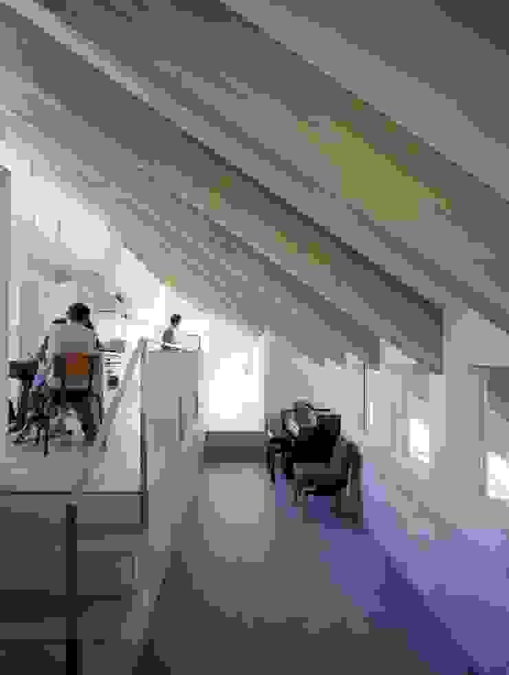 藤原・室 建築設計事務所 Modern dining room Tiles Grey
