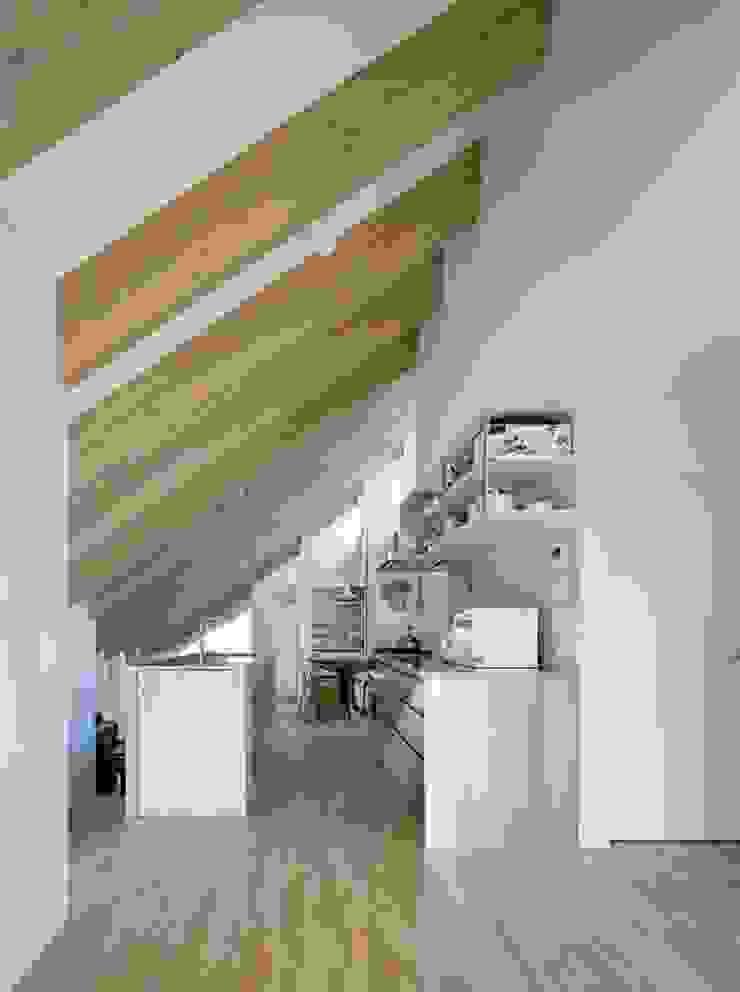 藤原・室 建築設計事務所 Modern kitchen Wood White