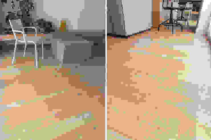 Salon z drewnianą podłogą Nowoczesny salon od Roble Nowoczesny