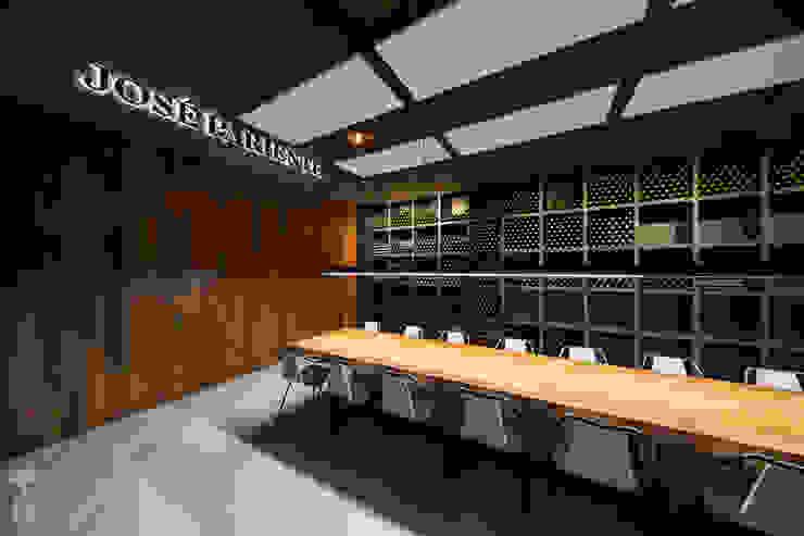 Sacristía y sala de catas Gastronomía de estilo moderno de MEDITERRANEAN FUSION S.L. Moderno Hierro/Acero