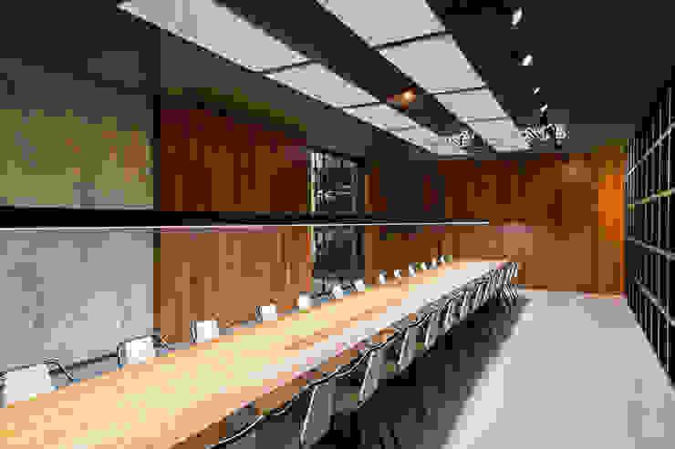 Gran sala de catas Salones de eventos de estilo moderno de MEDITERRANEAN FUSION S.L. Moderno Madera Acabado en madera