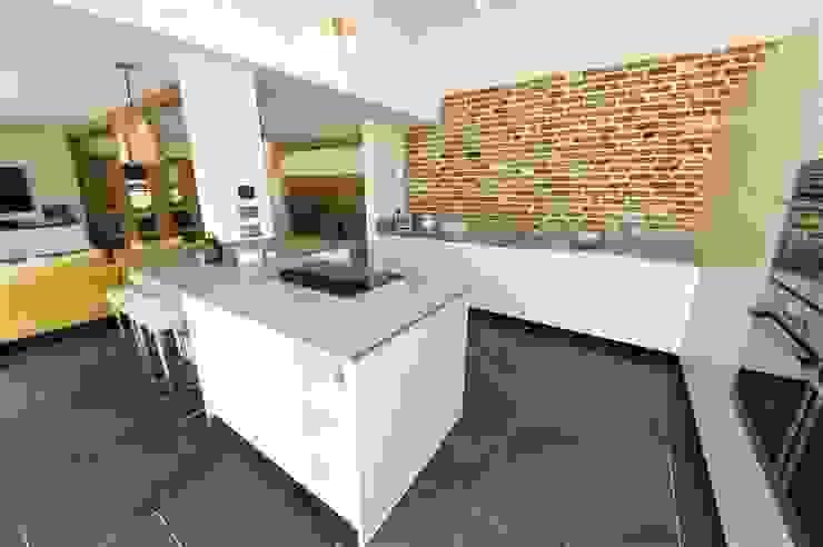 Modern kitchen with Brick wall feature Modern Kitchen by PTC Kitchens Modern