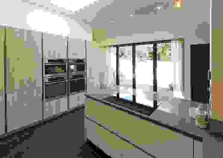 AEG Built-in 80cm MaxiSense Purehob. Unique pure black design PTC Kitchens Cucina moderna Effetto legno