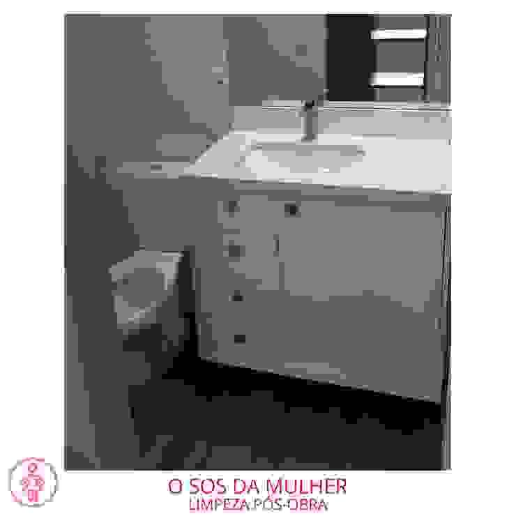 O SOS DA MULHER Baños de estilo moderno