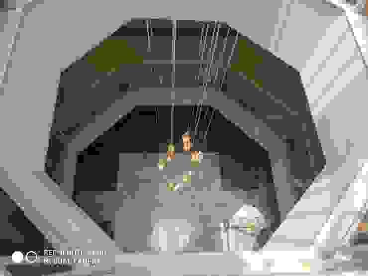 Shagun Jyoti 'A' DESIGN ASSOCIATES Modern corridor, hallway & stairs