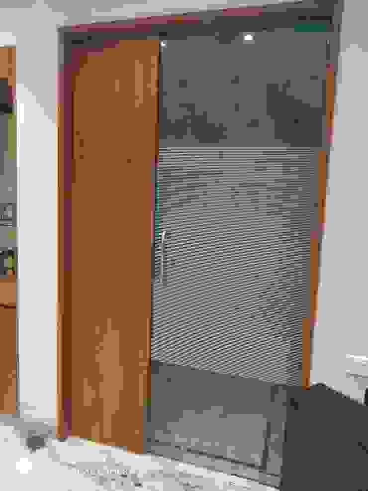 S.S.GILL 'A' DESIGN ASSOCIATES Modern style doors