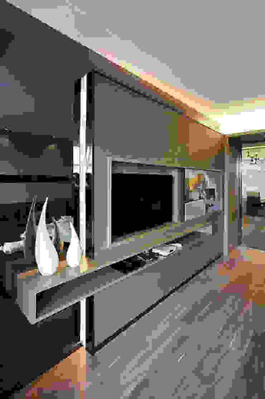 Mueble para TV de E&M Remodela Moderno Aglomerado