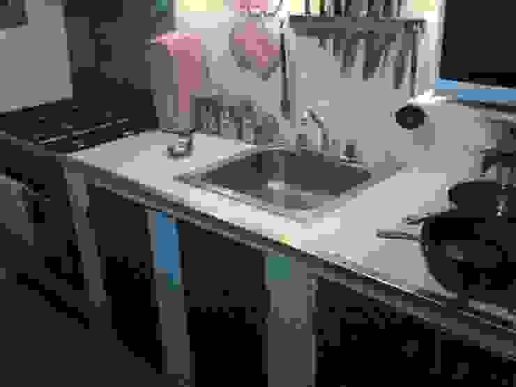 Cocinas Empotradas de E&M Remodela Minimalista Cerámico