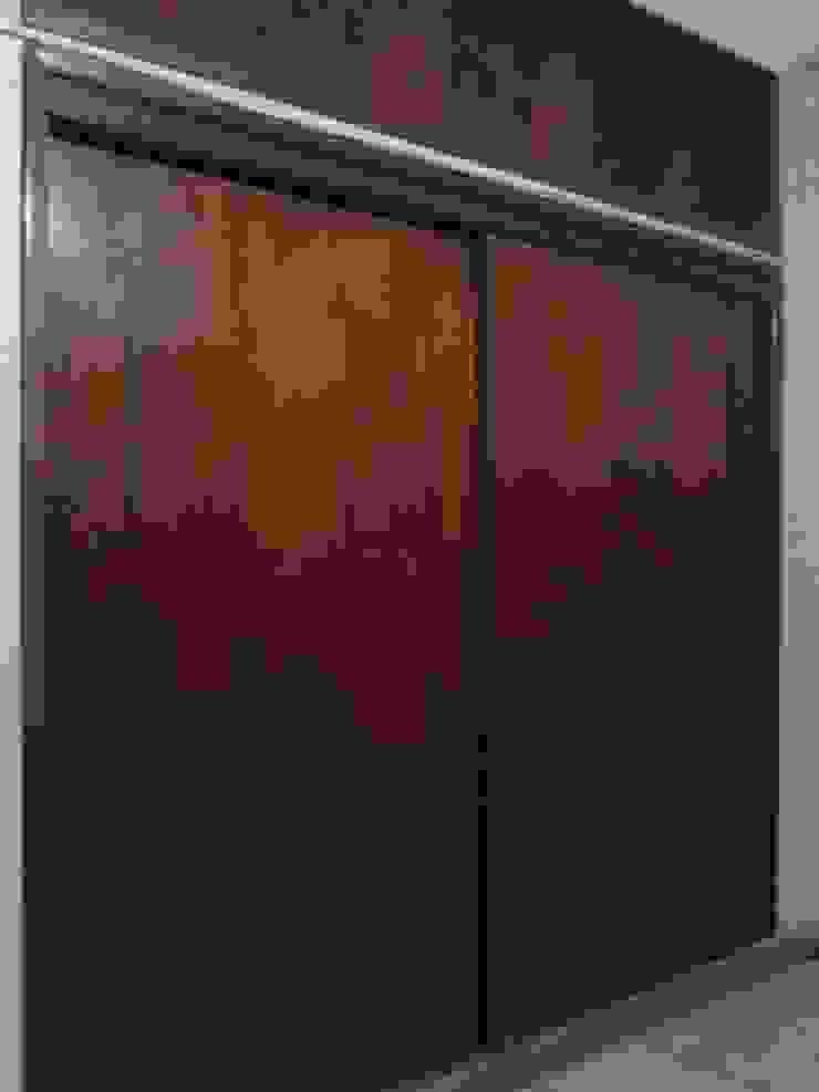 Clósets y Divanes de E&M Remodela Clásico Derivados de madera Transparente