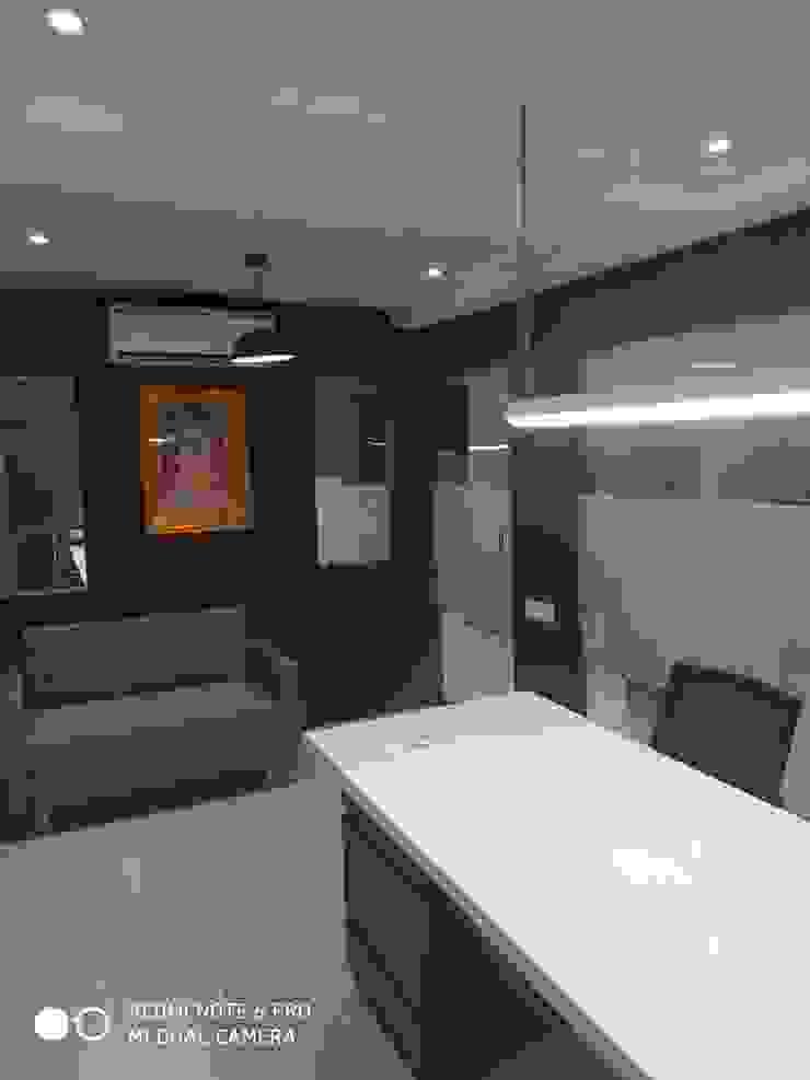 BHADRESHBHAI KHAMAR KEGAN(office interior) 'A' DESIGN ASSOCIATES Modern offices & stores