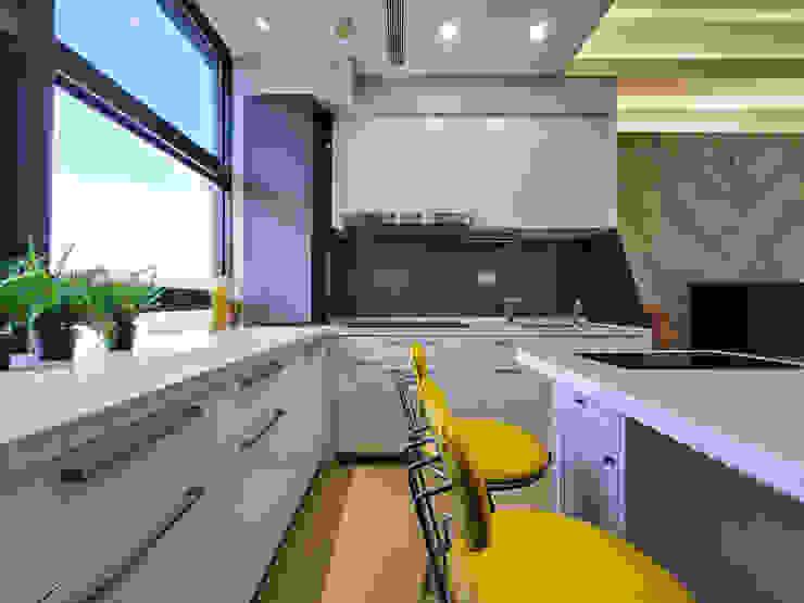 中和天晴 現代廚房設計點子、靈感&圖片 根據 你你空間設計 現代風