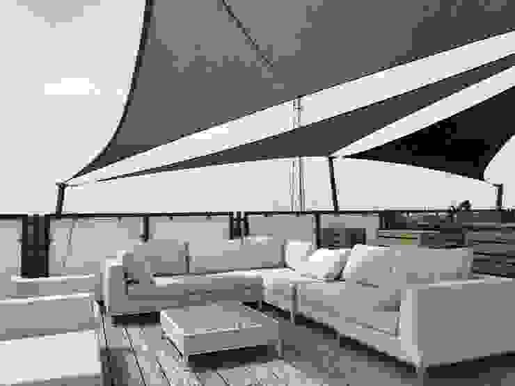 Maatwerk schaduwdoek op dakterras van ZONZ sunsails Modern Kunststof