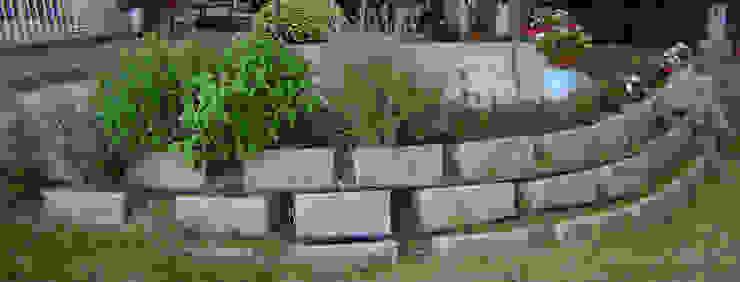 Particolare muretto di contenimento in aiuole autoportanti (garden block) Arch. Sara Pizzo - Studio 1881 Giardino anteriore