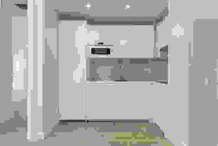 Loema Reformas Integrales Madrid Built-in kitchens White
