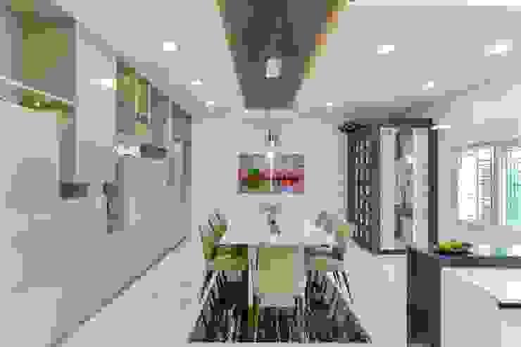 Residential Interior at Sankeshwar, Karnataka Modern dining room by A B Design Studio Modern