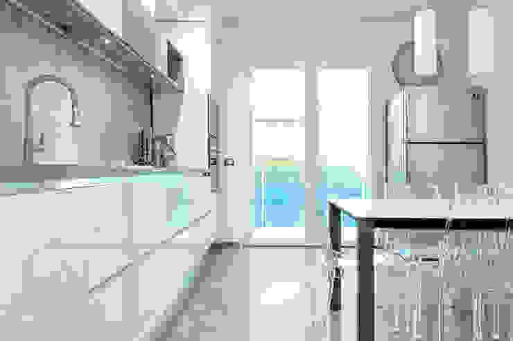 Mighty House Cucina Luca Bucciantini Architettura d' interni Cucina attrezzata Legno Bianco