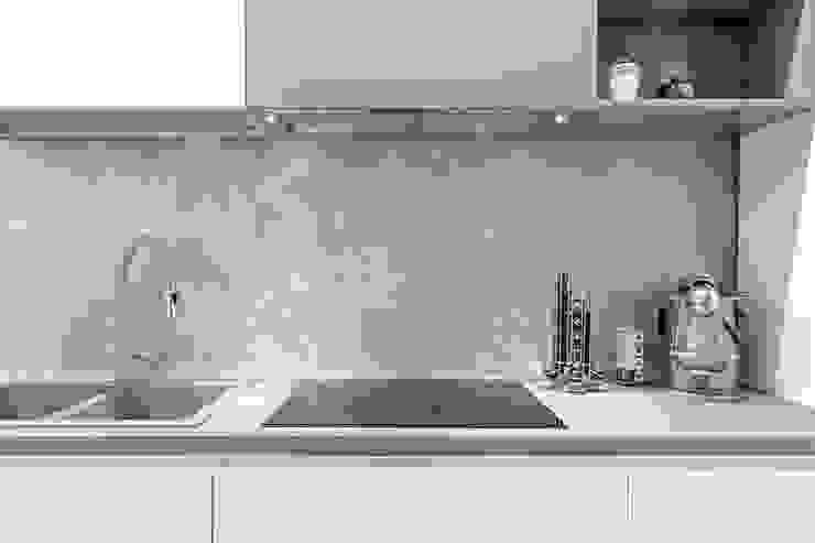 Mighty House Luca Bucciantini Architettura d' interni Cucina attrezzata Bianco