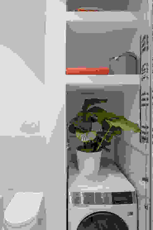 Luca Bucciantini Architettura d' interni Baños de estilo minimalista Madera Beige