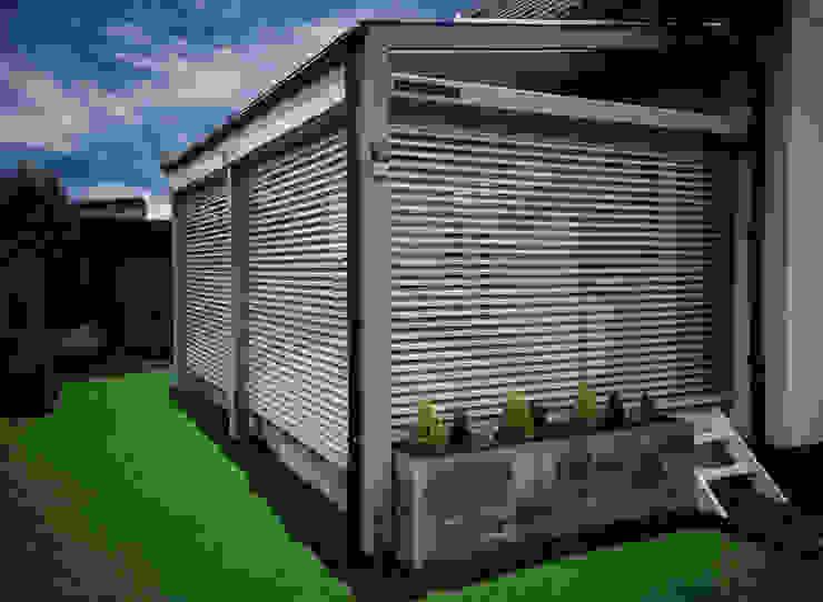 Inteligentne Rolety Bubendorff Modern balcony, veranda & terrace Aluminium/Zinc