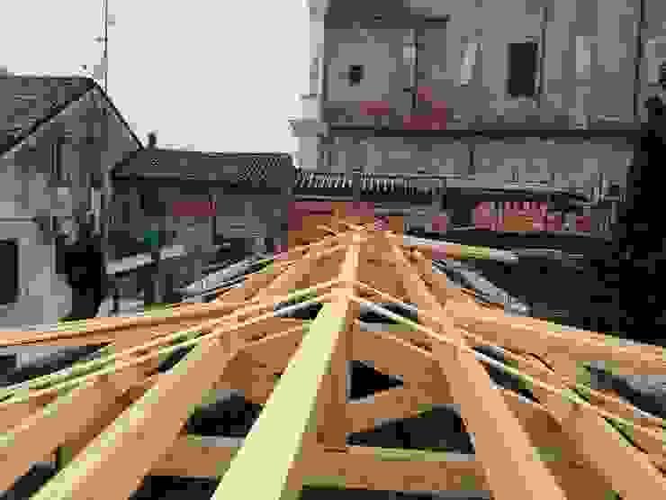 struttura secondaria copertura sala Studio di Architettura Massimiliano Furini Tetto a falde Legno massello Marrone