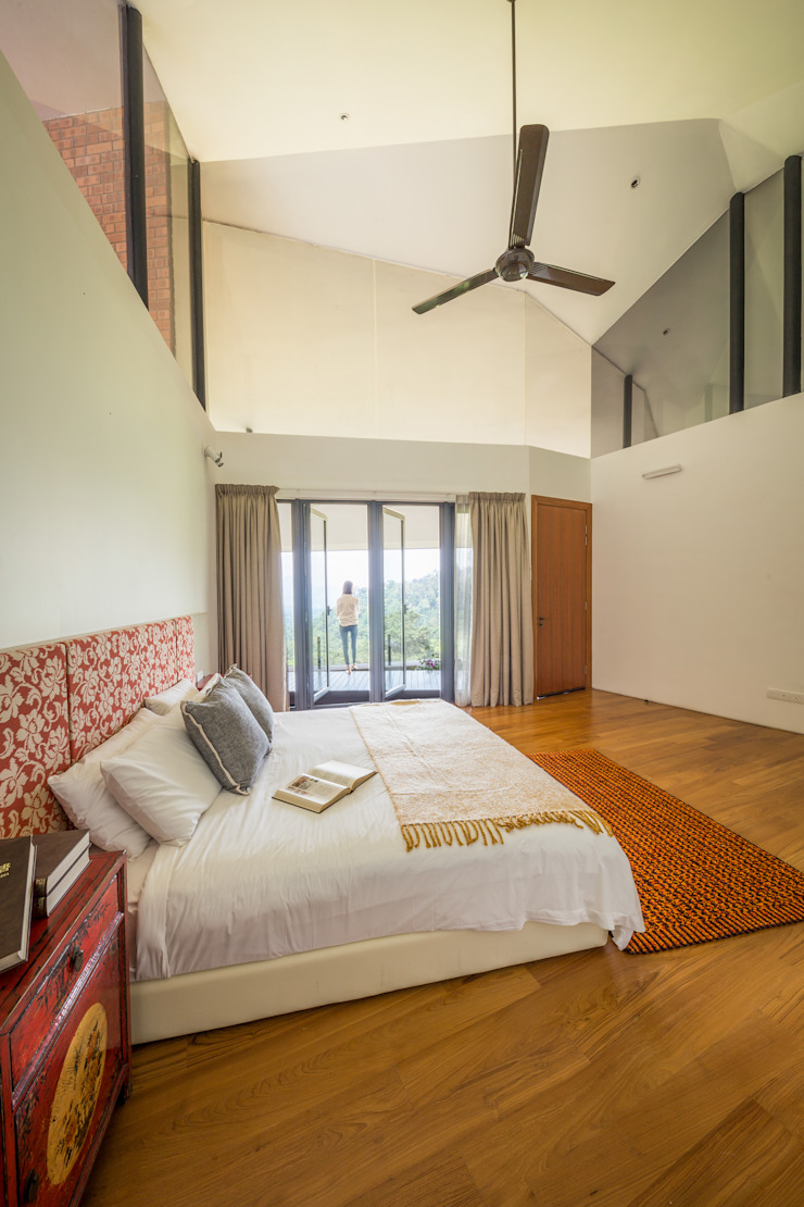 Guest room MJ Kanny Architect Tropical style bedroom